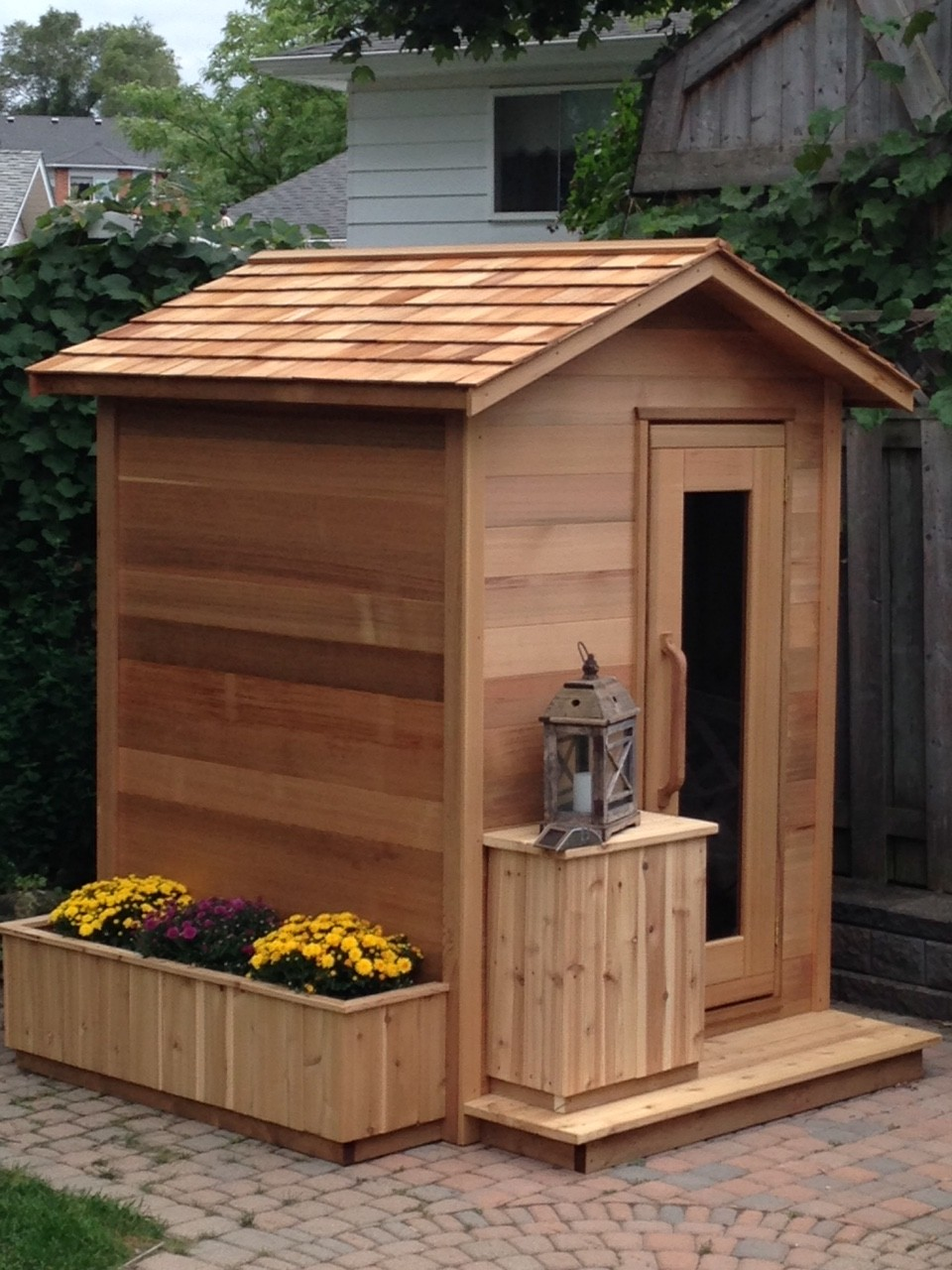 Outdoor red cedar cabin sauna 6x4 dundalk canada for Small backyard cabin