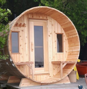 Knotty barrel sauna at the cottage