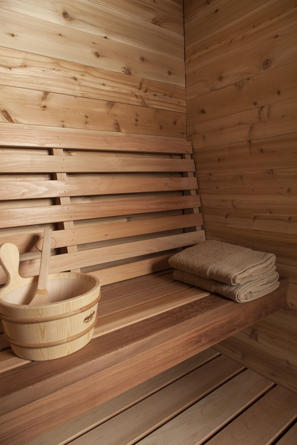 Indoor red cedar cabin sauna dundalk canada barrel for Log cabin furniture canada