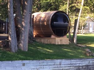 Barrel sauna with bubble